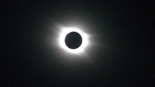 El primer eclipse solar del año, en marcha