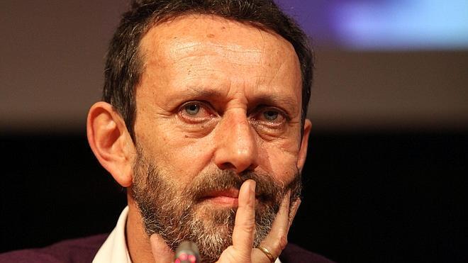Michele Serra novela en 'Los cansados' la confusión de los 'postpadres'