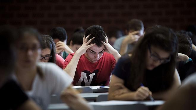 Uno de cada seis estudiantes españoles tiene problemas para manejarse con una tarjeta de crédito