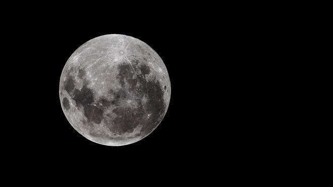 Por qué la Luna no es una esfera perfecta