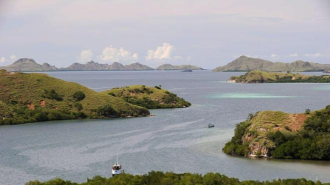 El oleaje impide alcanzar la isla donde se busca a los españoles desaparecidos en Indonesia