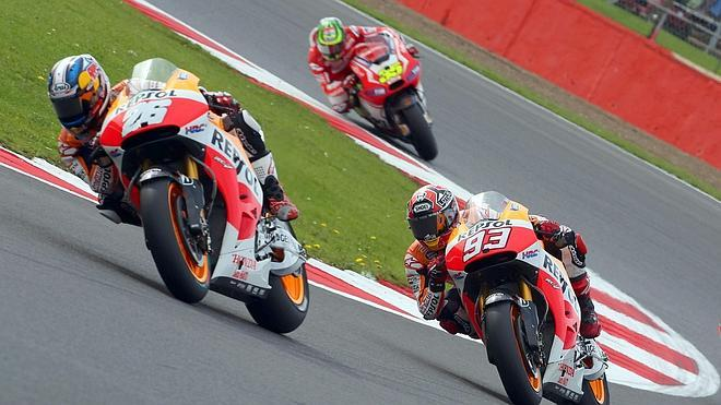 Márquez supera a un colosal Lorenzo