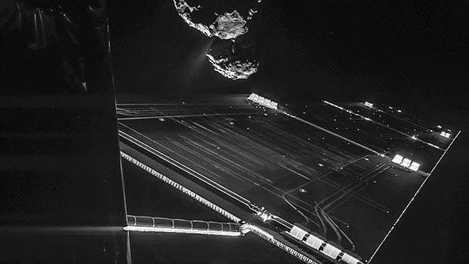 Rosetta se hace un 'selfie' delante de su cometa