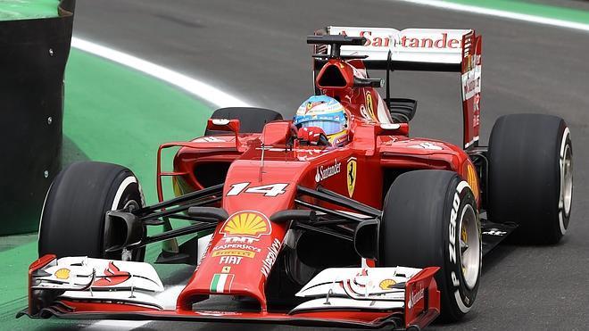 Alonso estalla en el día perfecto de Rosberg