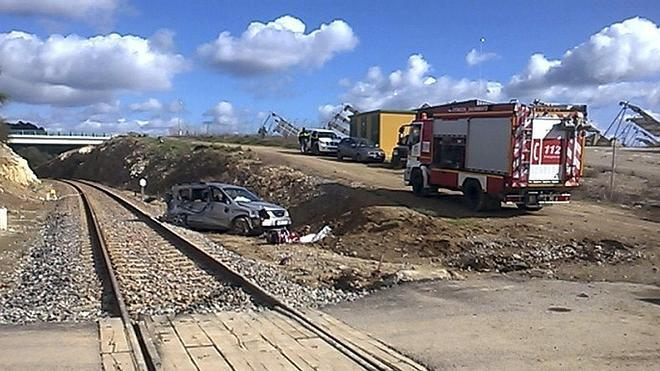 Muere un niño tras ser arrollado por un tren el coche en el que viajaba