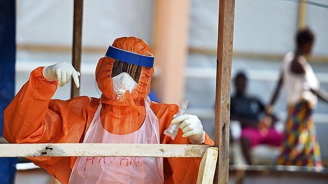 Primeros ensayos en África de tres posibles tratamientos contra el ébola
