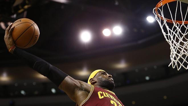 LeBron James se echa al hombro a los Cavaliers