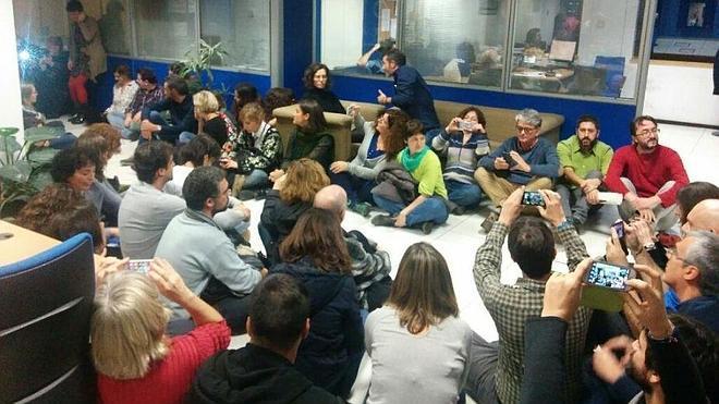 Sentada de los trabajadores de Informativos de TVE tras la destitución de varios jefes de sección