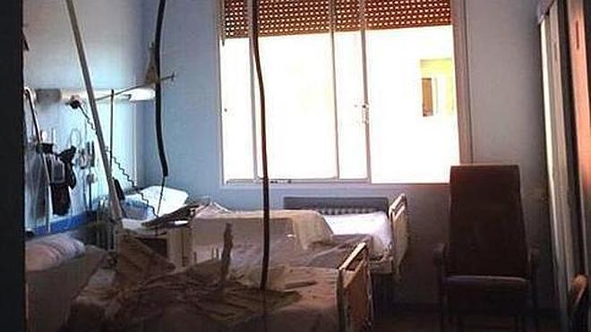 El desprendimiento de un falso techo obliga a realojar a 25 pacientes en Valladolid