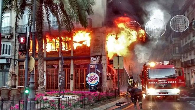 Espectacular incendio en Valencia