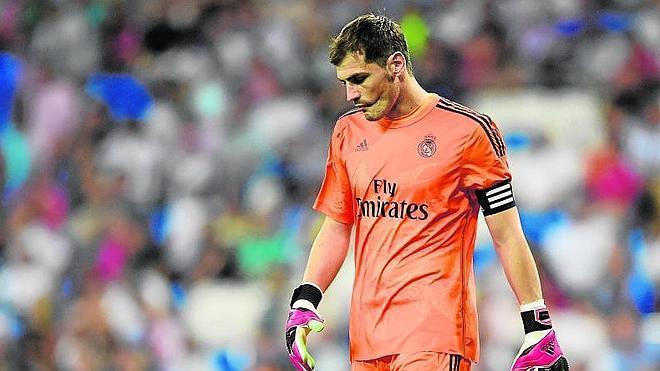 Casillas se aferra a su contrato