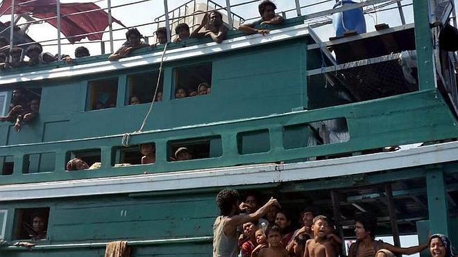 Tailandia acogerá un barco con 450 inmigrantes