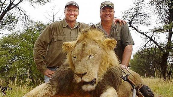 El cazador de Estados Unidos que mató a 'Cecil' se defiende: «Todo el viaje fue legal»