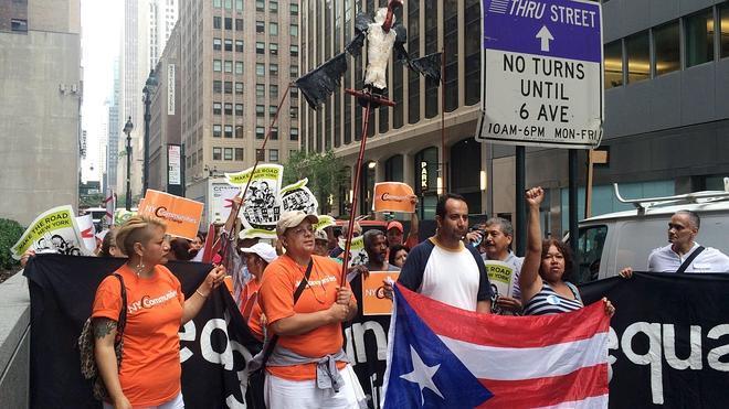 Puerto Rico cae en suspensión de pagos, asfixiado por la crisis fiscal