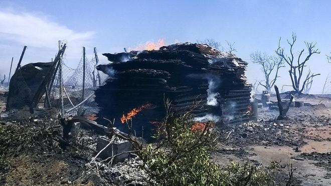 Las llamas arrasan un asentamiento chabolista en Lepe