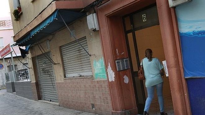 La mujer a la que su expareja le rompió ayer el cráneo en Valencia sigue en estado «muy crítico»