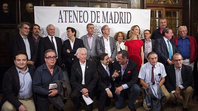 Una veintena de intelectuales apelan a la «responsabilidad civil» de los catalanes