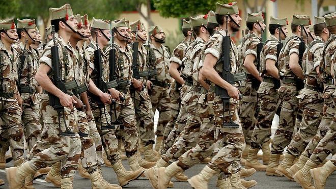 Podemos propone una aumento de 200 millones en la nómina de los soldados