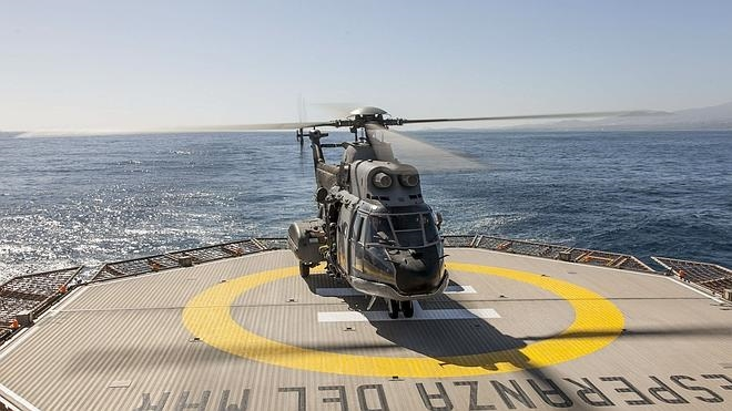 Localizan con vida a los tres militares españoles del helicóptero accidentado en aguas de Canarias