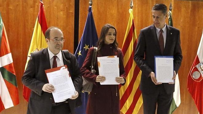 El Constitucional decide hoy si suspende el debate de la moción independentista