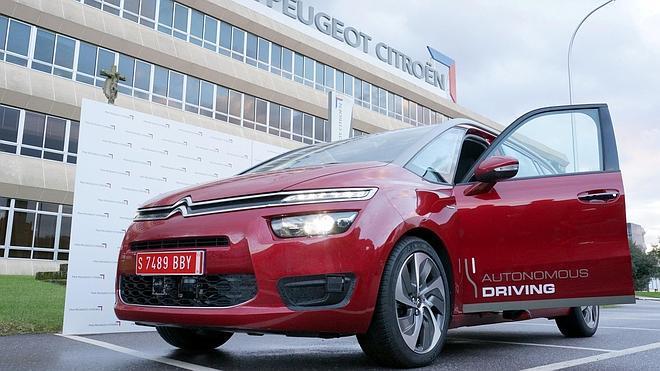 Un vehículo de PSA Peugeot Citroën se desplaza de Vigo a Madrid en modo autónomo