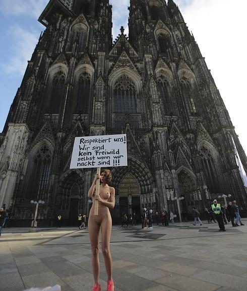 Una Mujer Se Desnuda Para Denunciar Las Agresiones En Colonia El