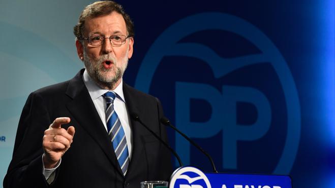 Rajoy no renuncia a formar gobierno y espera que el PSOE supere su 'impasse'