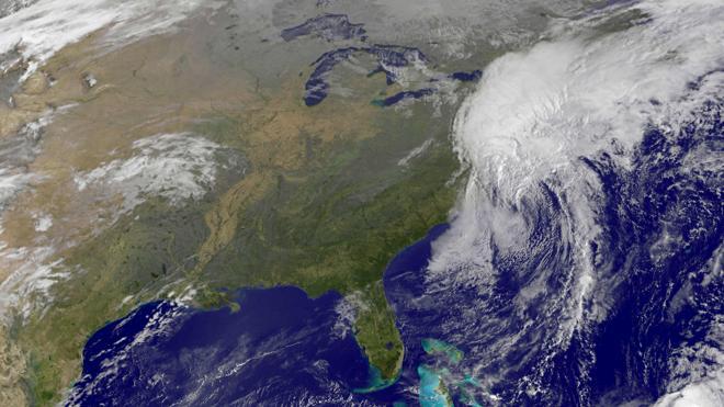 Matthew se aleja de la costa de EE UU con un saldo de 19 muertos y zonas arrasadas