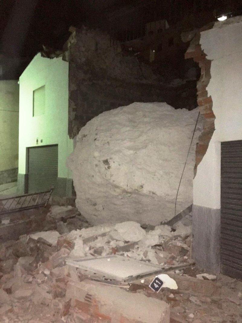 La caída de una gran roca destruye diez casas en el pueblo albaceteño de Alcalá del Júcar