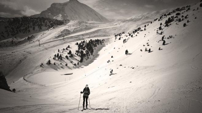 La nieve española sucumbe al viento