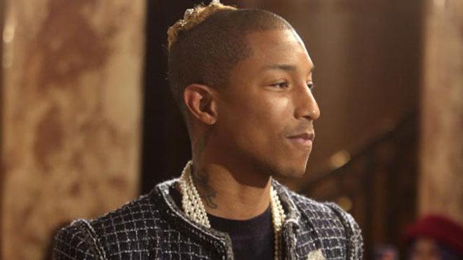 Pharrel Williams lidera la revolución de los hombres con bolso
