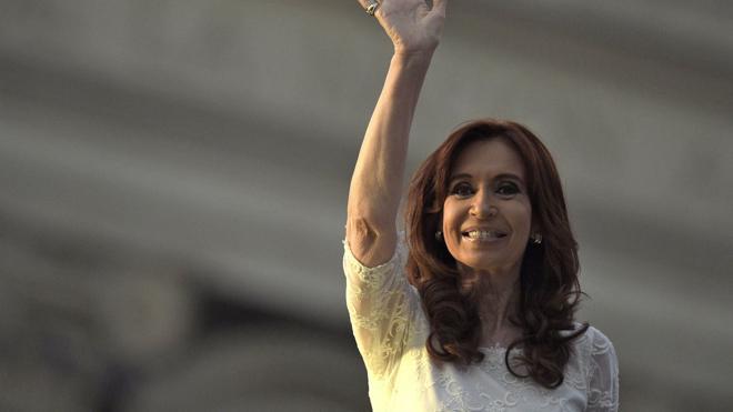 El juez procesa a Fernández de Kirchner por presunto lavado y prohíbe su salida de Argentina