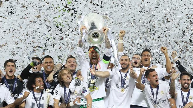 Los trofeos de Champions y Liga Europa se entregarán en los terrenos de juego