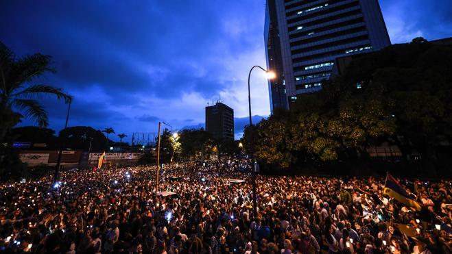 Maduro despliega militares por las calles al aumentar la violencia en Venezuela