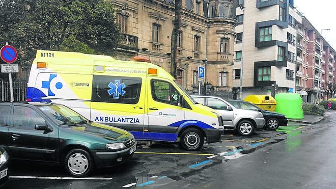 Osakidetza dota a la zona de una ambulancia con personal de enfermería para las urgencias