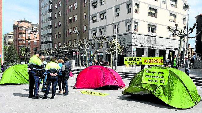 Protesta por el cierre del refugio invernal en Barakaldo