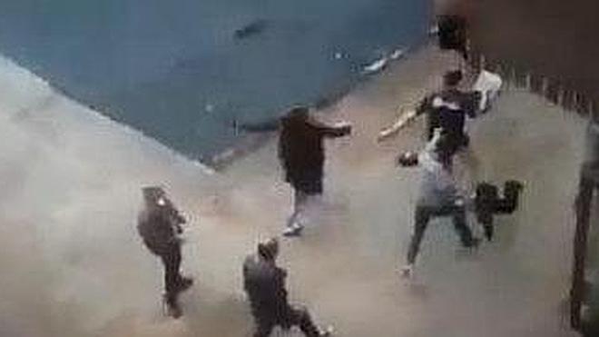 El vídeo de la pelea que ha obligado al Ayuntamiento de Barakaldo a cerrar un bar
