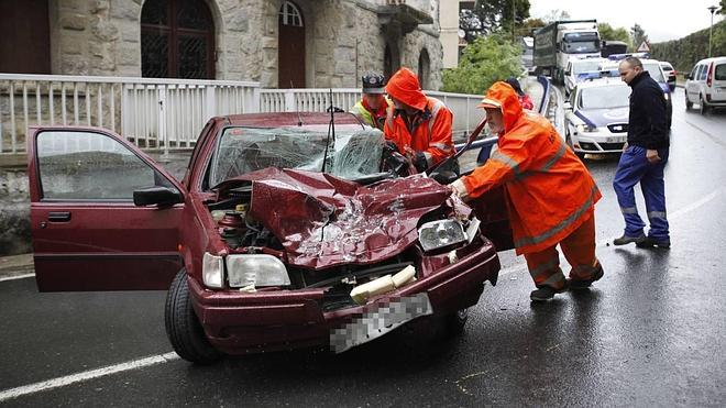 Dos personas heridas enun accidenteen Busturia