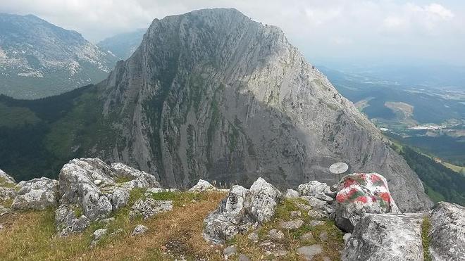 Ruta hasta el Astxiki, el pico más modesto de la cresta del Anboto