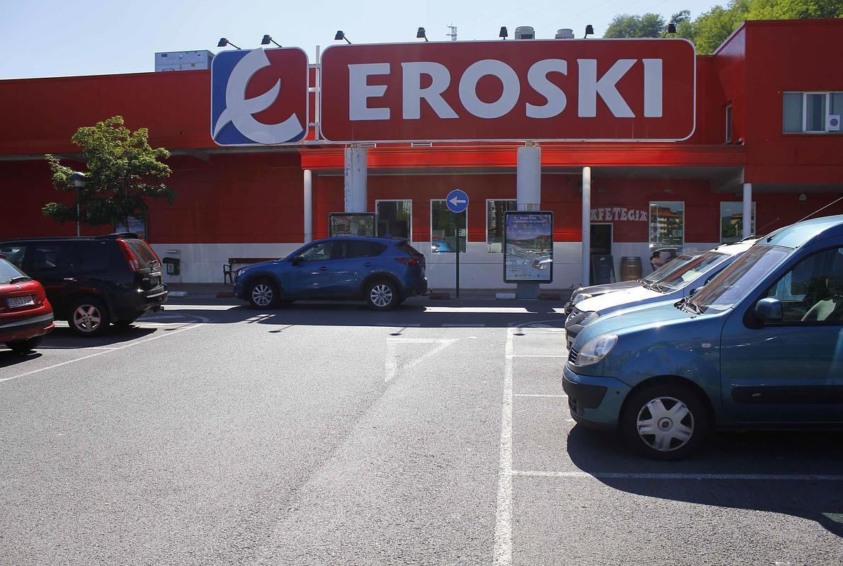 El Gobierno vasco asegura que la ley avala la apertura de Eroski en festivo