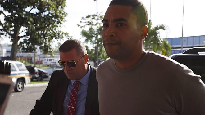 Don Omar sale en libertad tras arresto, con grillete eléctrico y pago fianza