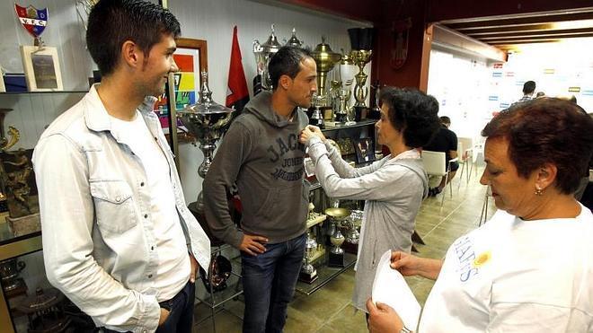 Los capitanes del Mirandés agradecen «la lucha de Giafys por las personas con cáncer»