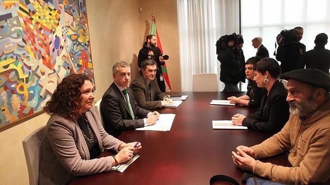 El Gobierno vasco y Etxerat colaborarán por el fin de la dispersión