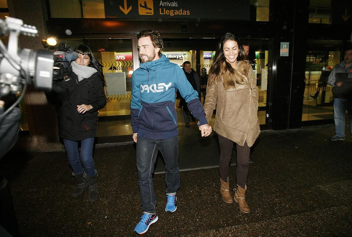 Fernando Alonso y Lara Álvarez, vuelta a casa de la mano