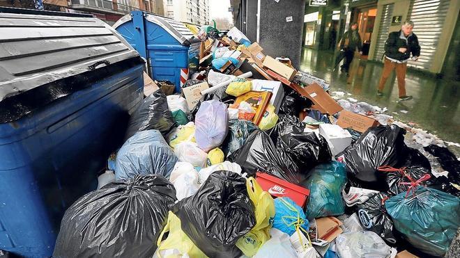 La huelga de basuras en Getxo cumple su tercera semana sin visos de acuerdo
