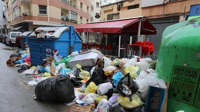 """Los sindicatos en huelga de basuras exigen """"como mínimo"""" cubrir la mitad de las vacantes"""