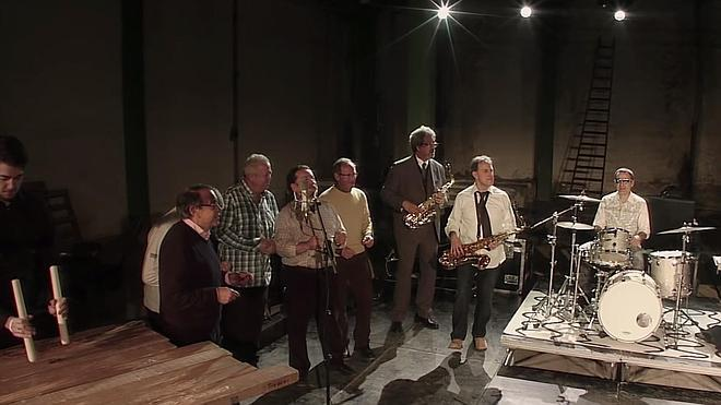 Alfonso Gil 'despierta Bilbao' a ritmo de saxo