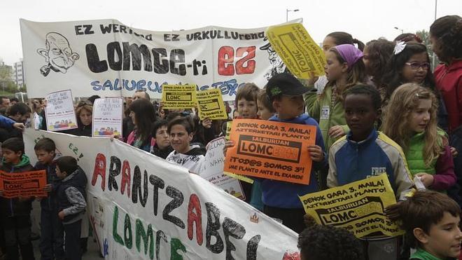 Educación, obligada a retirar la prueba de tercero de dos centros de Vitoria