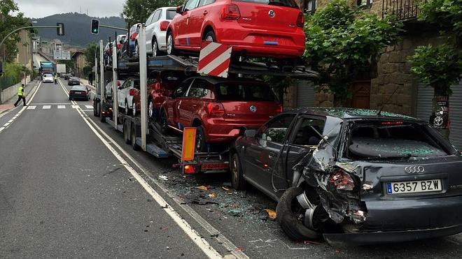 Herida después de que un camión se empotre contra su coche en Lemoa