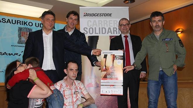 """Basauri acoge la 'I Carrera Solidaria Bridgestone"""" en apoyo a un niño con síndrome de Angelman"""